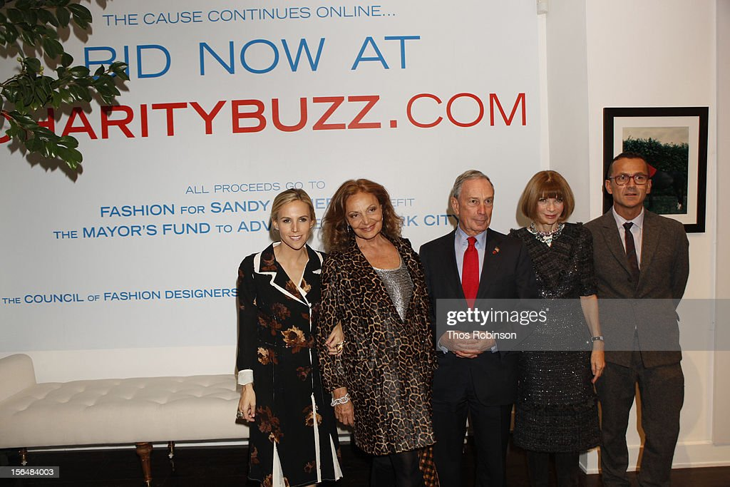 Designer Tory Burch, designer Diane Von Furstenberg, New York City Mayor Michael Bloomberg, Vogue editor in chief, Anna Wintour, and Steven Kolb, CEO of the Council of Fashion Designers of America attend Fashion For Sandy Relief at Metropolitan Pavilion on November 15, 2012 in New York City.