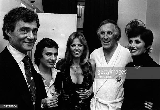 Designer Vidal Sassoon actor Dudley Moore Bruce Forsyth and wife and Beverly Sassoon attend Bruce Forsyth Opening on October 11 1976 at the London...