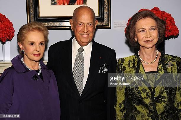 Designers Carolina Herrera Oscar de la Renta and Queen Sofia attend a private preview of the exhibition 'BALENCIAGA Spanish Master' at Queen Sofia...