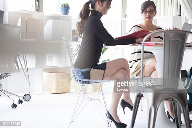 デザイナーは、になりながらのミーティングを文書化する