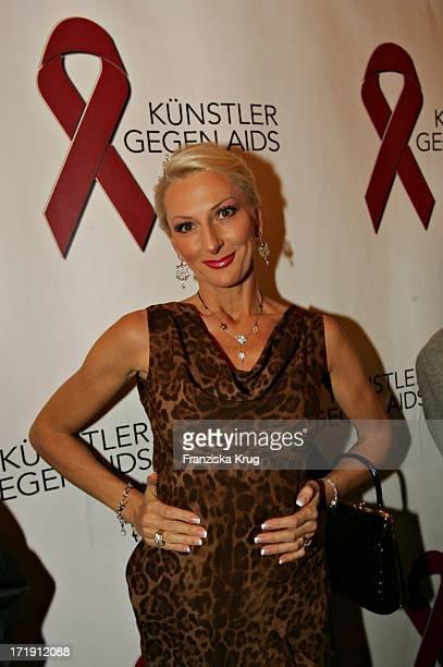 Desiree Nick Bei Der 'Gala 2004 Künstler Gegen Aids' Zugunsten Der Berliner Aidshilfe EV Im Theater Des Westens In Berlin Am 221104