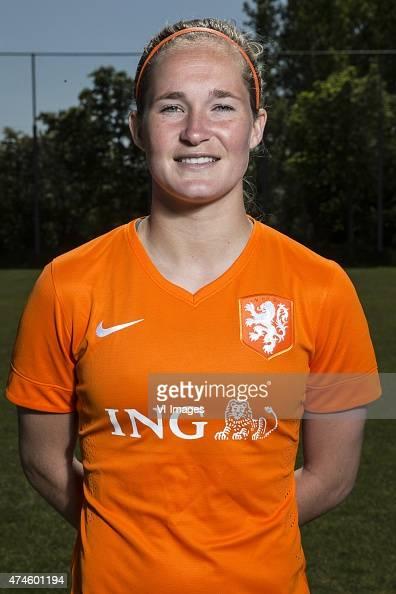veenendaal single women Sari van veenendaal ron (dutch pronunciation: [ˈsaːri vɑn ˈveːnəndaːl] born 3 april 1990) is a dutch footballer who plays as a goalkeeper for arsenal and the dutch national teamwith the netherlands, van veenendaal was part of the 2017 squad who won their first european championship.