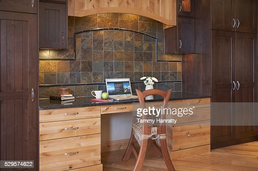 Desk in chalet : Stock-Foto