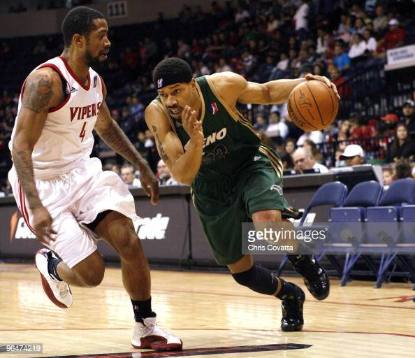 Desmon Farmer of the Reno Bighorns drives past Antonio Anderson of the Rio Grande Valley Vipers on February 6 2010 at the State Farm Arena in Hidalgo...