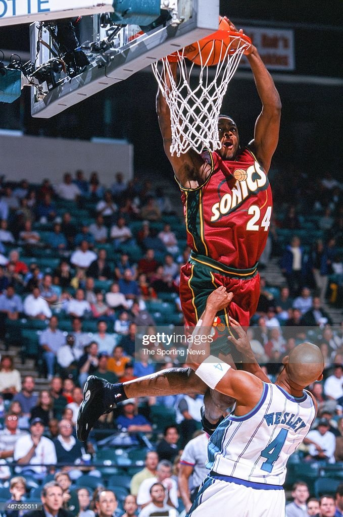 <a gi-track='captionPersonalityLinkClicked' href=/galleries/search?phrase=Desmond+Mason&family=editorial&specificpeople=201810 ng-click='$event.stopPropagation()'>Desmond Mason</a> of the Seattle Supersonics during the game against the Charlotte Hornets on November 9, 2000 at Charlotte Coliseum in Charlotte, North Carolina.