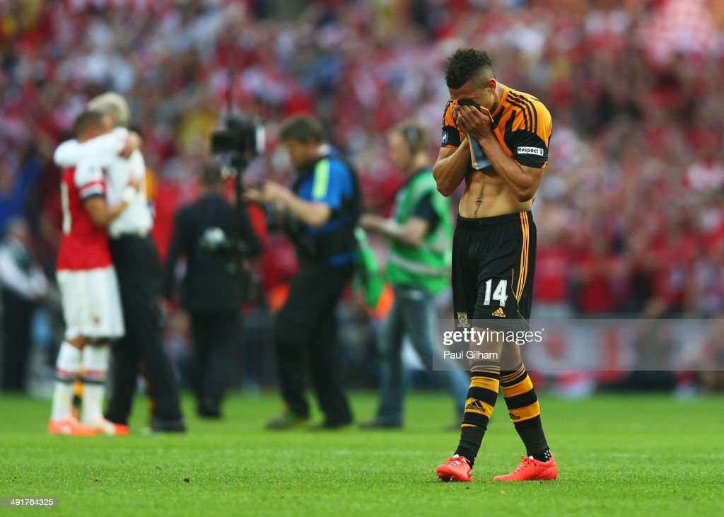 Despair for <a gi-track='captionPersonalityLinkClicked' href=/galleries/search?phrase=Jake+Livermore&family=editorial&specificpeople=5985311 ng-click='$event.stopPropagation()'>Jake Livermore</a> of Hull City in defeat after the FA Cup with Budweiser Final match between Arsenal and Hull City at Wembley Stadium on May 17, 2014 in London, England.