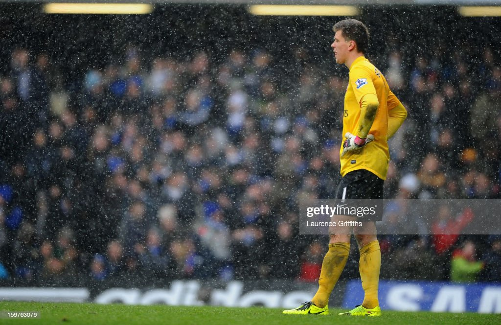 Despair for Wojciech Szczesny of Arsenal as Frank Lampard of Chelsea scores their second goal from the penalty spot during the Barclays Premier League match between Chelsea and Arsenal at Stamford Bridge on January 20, 2013 in London, England.