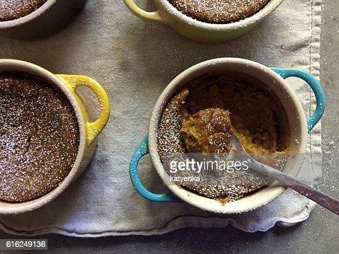 Dessert: Homemade baked gluten-free pumpkin custards in colourful ramekins : Foto de stock