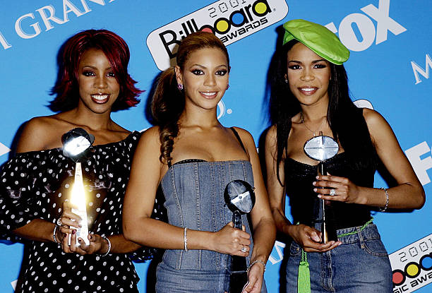 2001 billboard music awards press room photos and images for Apartment design your destiny winner