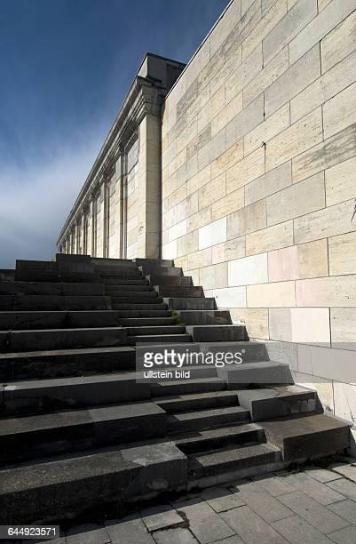 Detail der Zeppelinhaupttribüne nach Vorbild des antiken Pergamonaltars bekrönendes Hakenkreuz gesprengt am 24April 1945 als symbolischer Akt zum...
