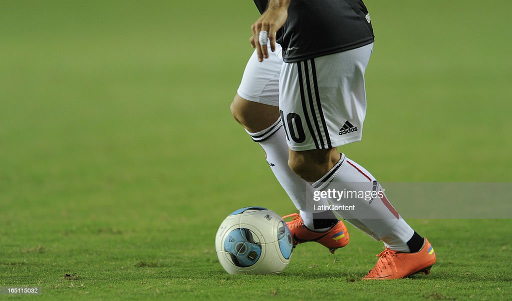 Detail of Gaston Fernandez of Estudiantes de La Plata during a match between Estudiantes and Racing as part of the 7th round of the Torneo Final 2013 at Ciudad de La Plata stadium on March 30, 2013 in La Plata, Argentina.