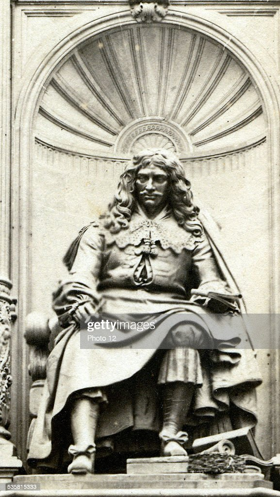 Detail of the Molière Fountain (1622-1673). Photo taken at the start of the 20th Century.