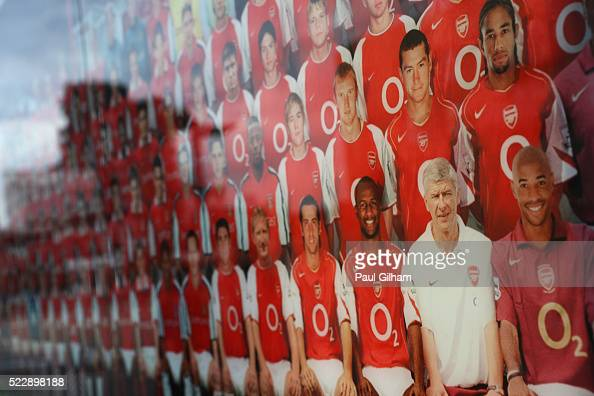 Highbury stadium pictures stock photos and pictures for Emirates stadium mural