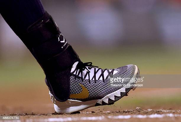 lebron baseball cleats. a detailed view to the baseball cleats worn by yangervis solarte of san diego padres lebron