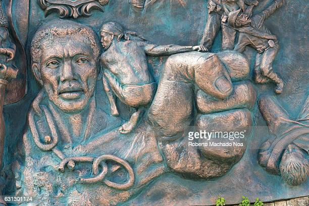 Marcos ruiz imagens e fotografias de stock getty images for Bas relief mural
