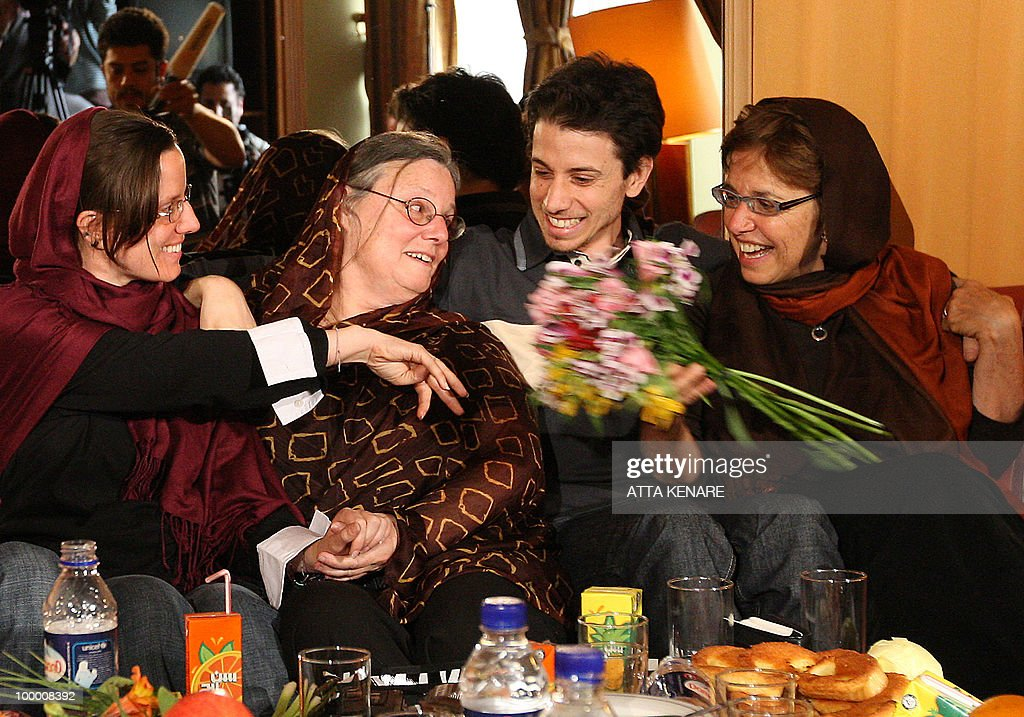 Detained US hikers Sarah Shourd (L) and Josh Fattal (2nd-R) sit with their mothers Nora (2nd-L) and Laura (R) during their first meeting since their arrest, in the Iranian capital Tehran on May 20, 2010. The mothers of three US hikers detained for 10 months in Iran called for their release as a 'humanitarian gesture' after an emotional reunion with their children, an AFP correspondent said.