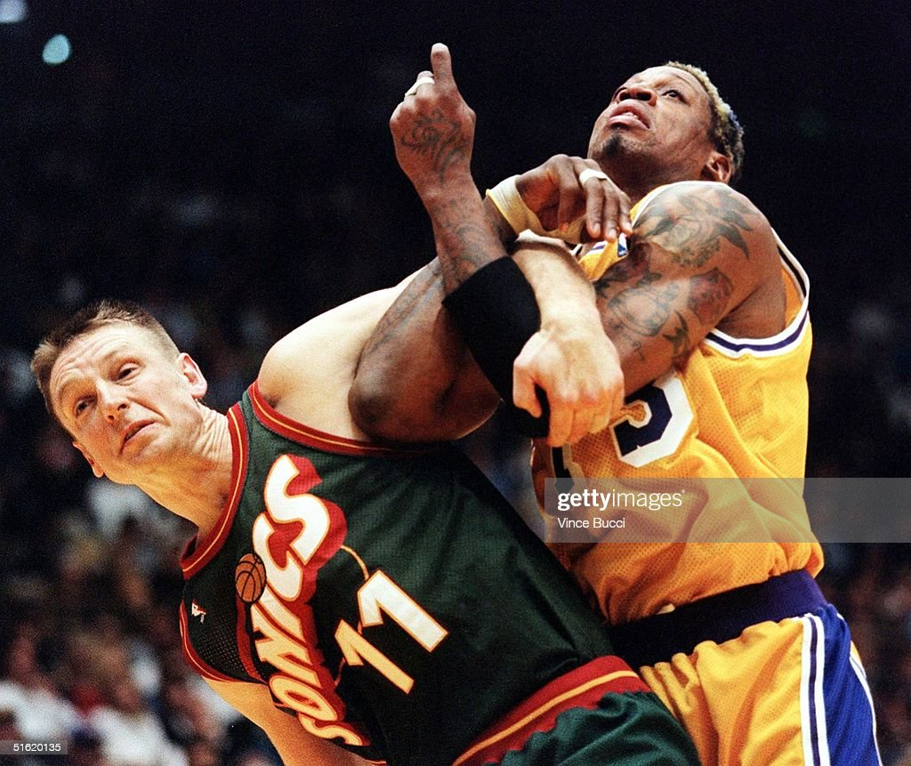 Detlef Schrempf of the Seattle SuperSonics L and