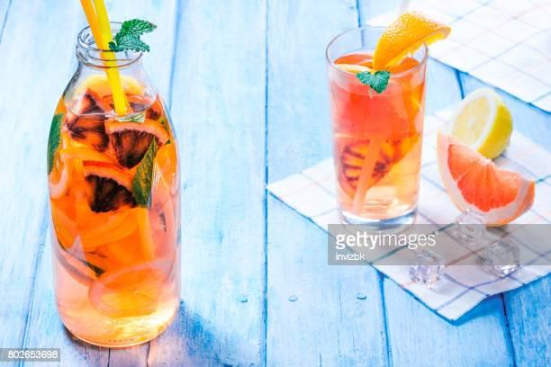 Detox Wasser mit Zitrusfrüchten