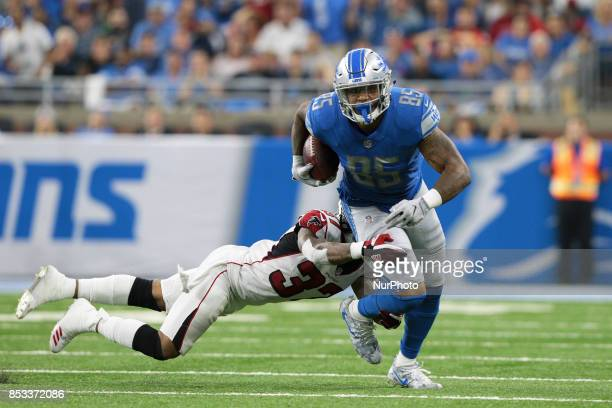 Detroit Lions tight end Eric Ebron runs the ball against Atlanta Falcons free safety Ricardo Allen during the second half of an NFL football game in...