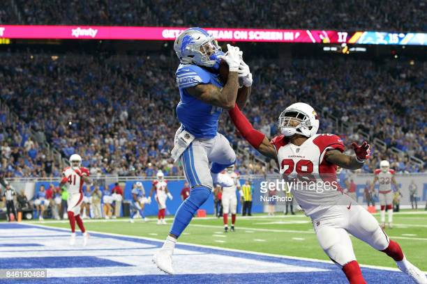 Detroit Lions wide receiver Kenny Golladay catches a pass for a touchdown guarded by Arizona Cardinals cornerback Justin Bethel during the second...