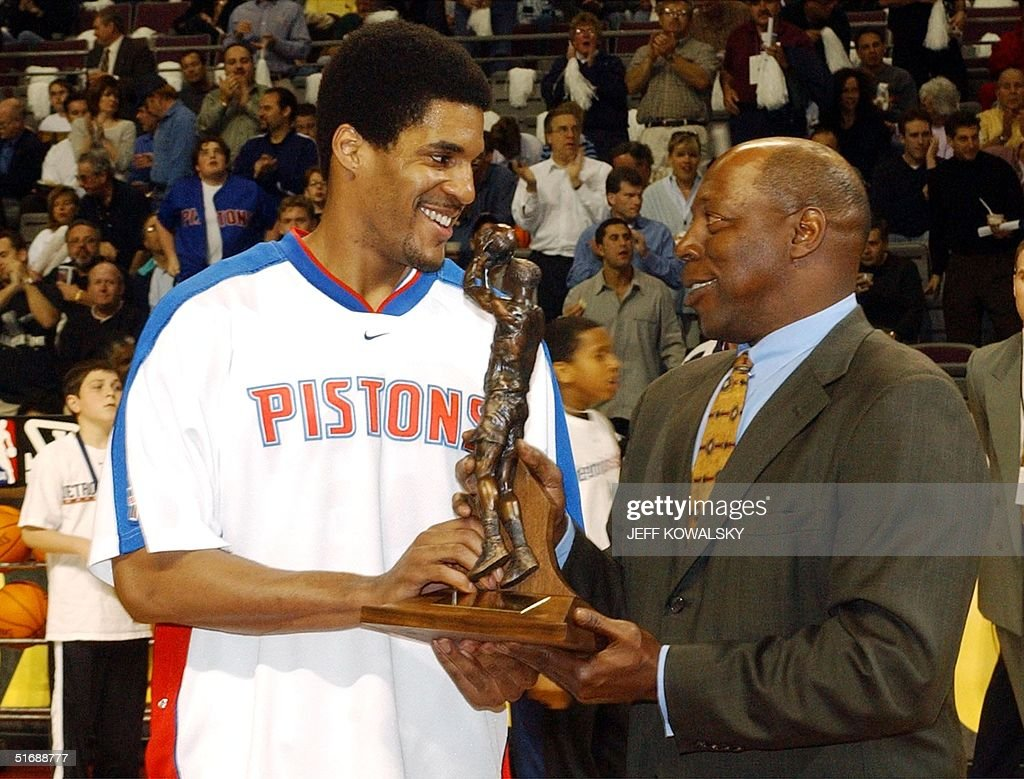 Detroit Pistons Corliss Williamson L is handed