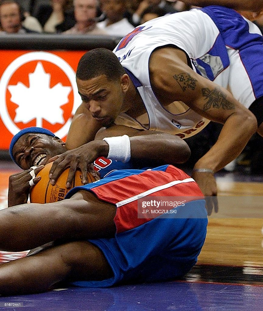 Detroit Pistons forward Clifford Robinson L ref
