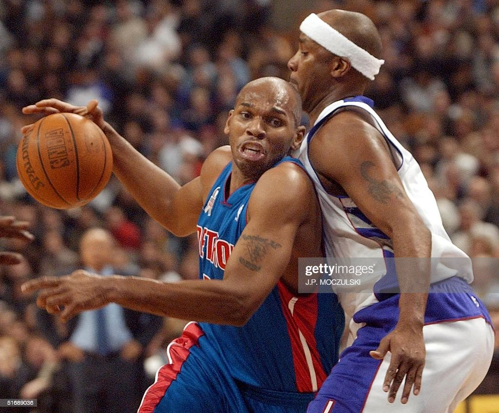 Detroit Pistons forward Jerry stackhouse L drive