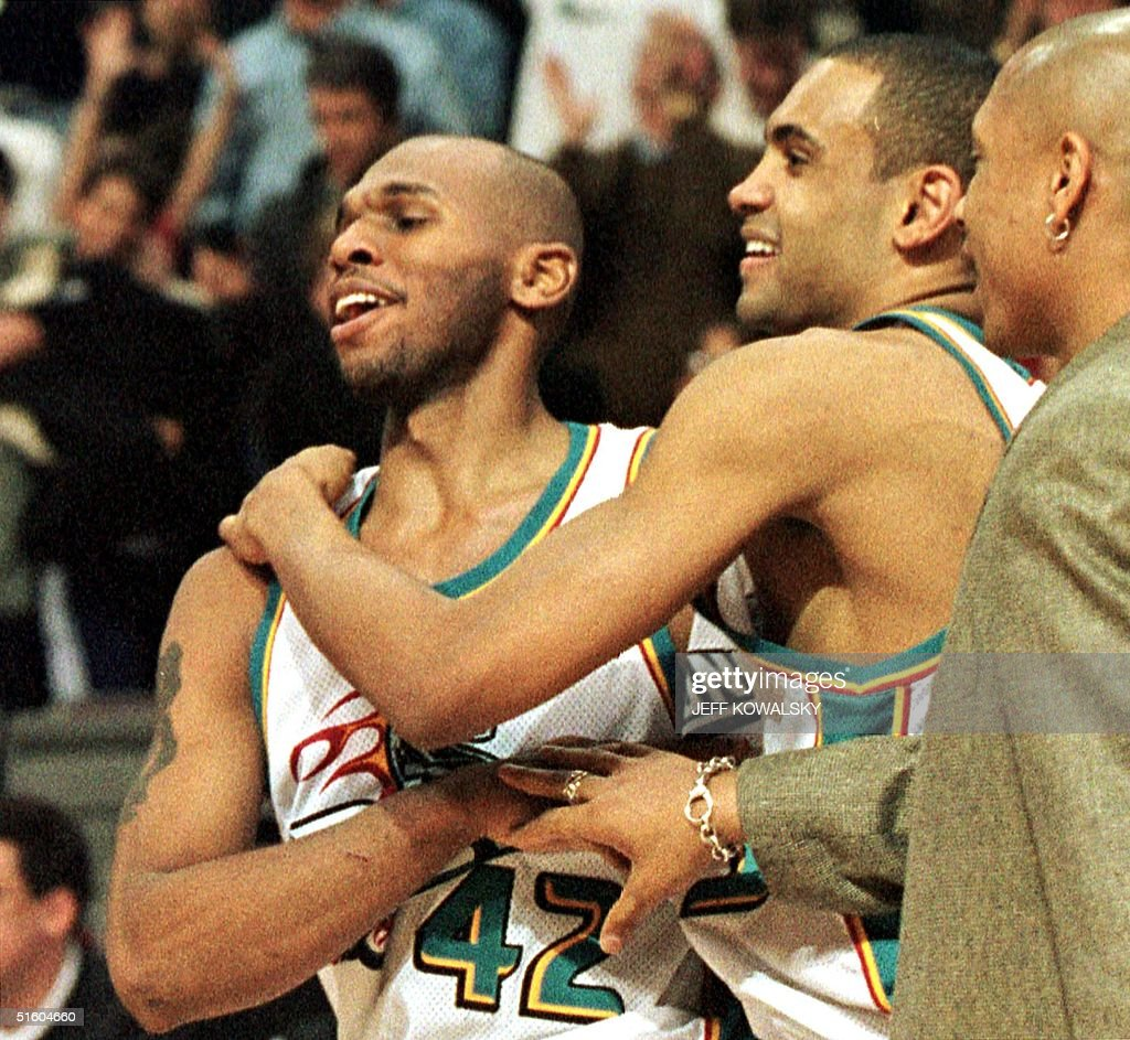 Detroit Pistons Grant Hill R hugs Jerry Stackhou