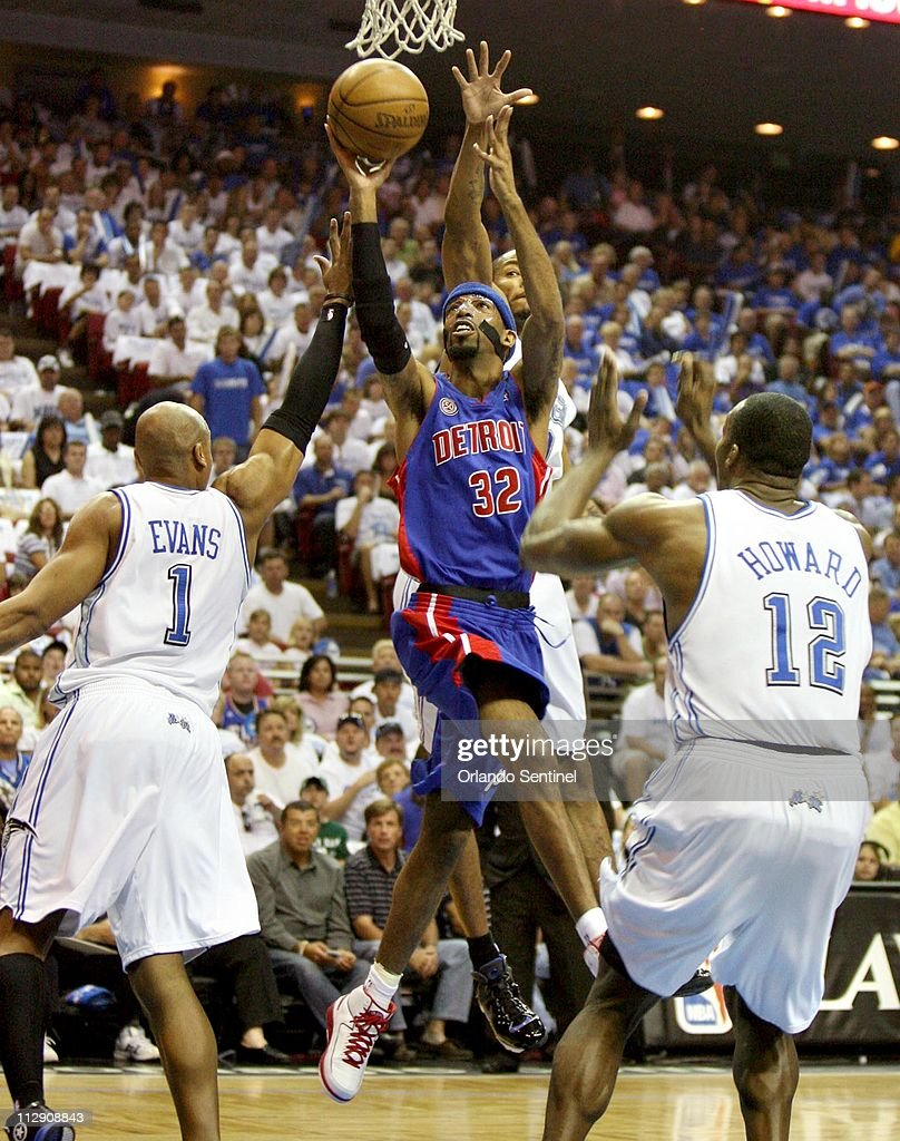 Detroit Pistons guard Richard Hamilton scores over Orlando Magic defenders Dwight Howard (12), Maurice Evans (1) and Rashard Lewis (behind) in Game 4 of the NBA Eastern Conference semi-finals at Amway Arena in Orlando, Florida, Saturday, May 10, 2008. The Pistons won 90-89.
