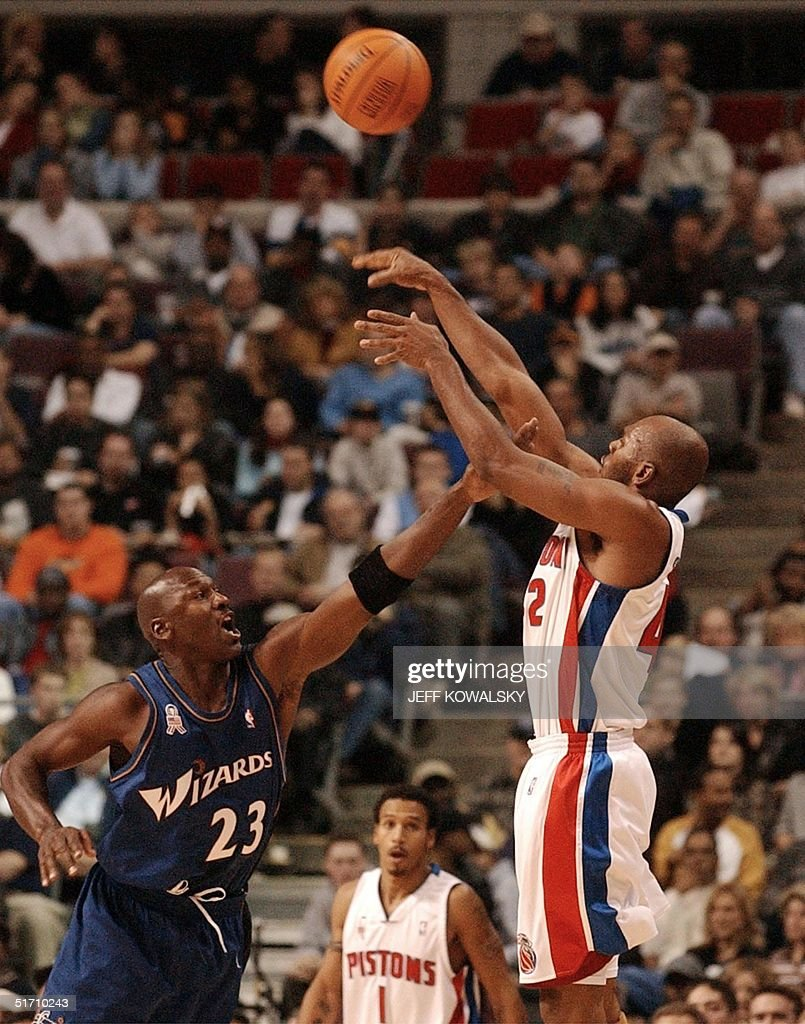 Detroit Pistons Jerry Stackhouse R puts up a sho