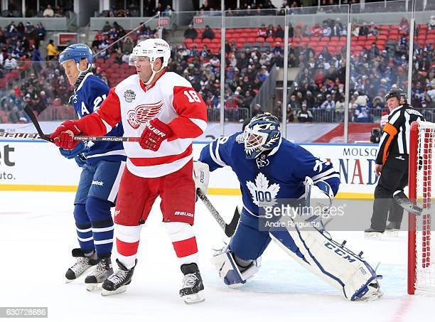 Detroit Red Wings alumni Kirk Maltby battles for position with Toronto Maple Leafs alumni Borje Salming in front of Felix Potvin during the 2017...