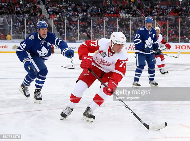 Detroit Red Wings alumni Paul Coffey stickhandles the puck away from Toronto Maple Leafs alumni Dave Andreychuk during the 2017 Rogers NHL Centennial...