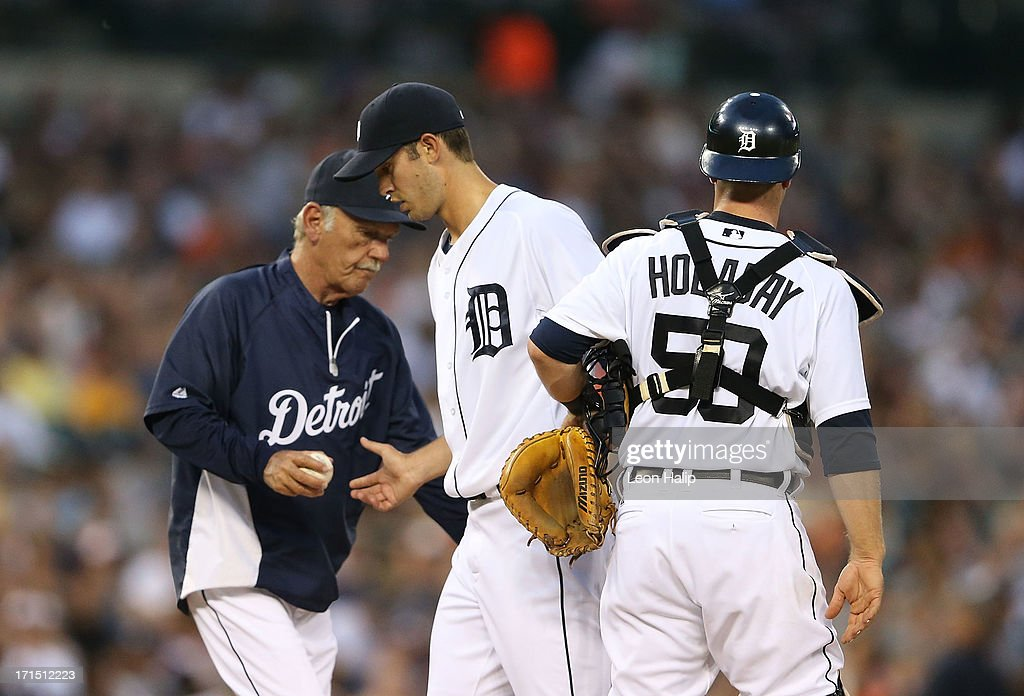 Detroit Tigers manager <a gi-track='captionPersonalityLinkClicked' href=/galleries/search?phrase=Jim+Leyland&family=editorial&specificpeople=239038 ng-click='$event.stopPropagation()'>Jim Leyland</a> #10 makes a pitching change replacing <a gi-track='captionPersonalityLinkClicked' href=/galleries/search?phrase=Rick+Porcello&family=editorial&specificpeople=4495644 ng-click='$event.stopPropagation()'>Rick Porcello</a> #21 during the fifth inning of the game against the Los Angeles Angels of Anaheim at Comerica Park on June 25, 2013 in Detroit, Michigan.