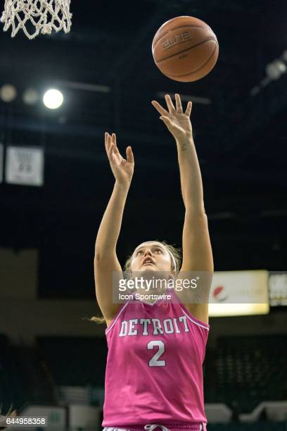 Detroit Titans G/F Haleigh Ristovski scores with a layup during the fourth quarter of the women's college basketball game between the Detroit Titans...