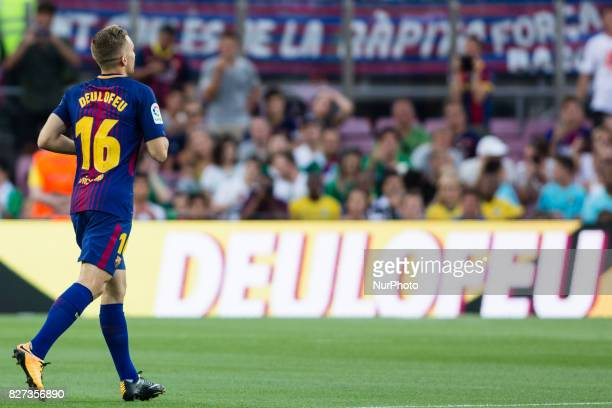 16 Deulofeu from Spain of FC Barcelona during the team presentation after the Joan Gamper trophy match between FC Barcelona vs Chapecoense at Camp...