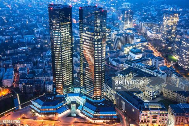 Deutsche Bank in Frankfurt am Main in der Abenddämmerung, Deutschland