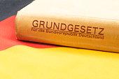 Flagge von Deutschland und das Grundgesetz