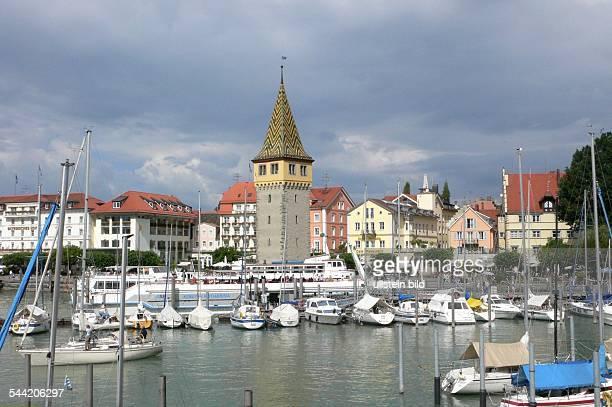 Stadtansicht von Lindau am Bodensee mit dem Mangturm und dem Hafen
