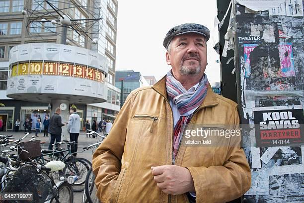 Deutschland Berlin Bernd Marmulla in der DDR ehem Leiter der Abteilung 'Schwere Verbrechen' im Berliner Polizeipräsidium heute Sachverständiger für...