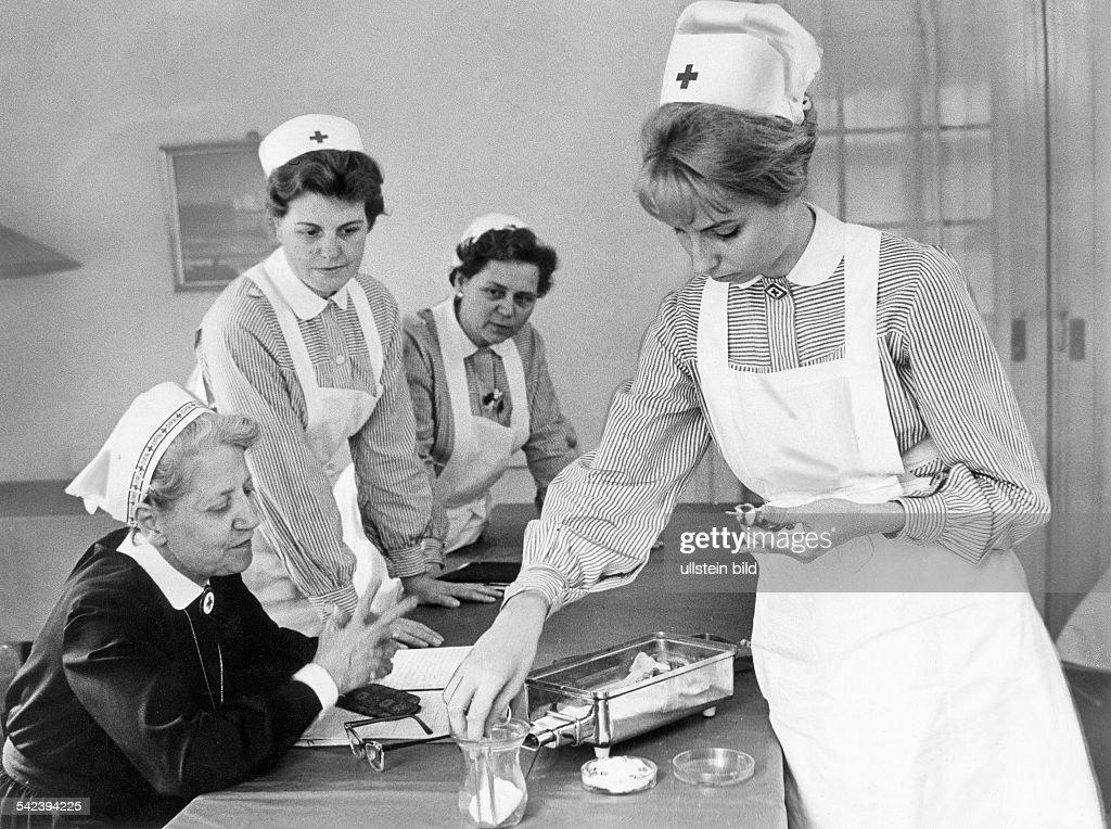 deutschland berlin ausbildung zur krankenschwester pictures getty images. Black Bedroom Furniture Sets. Home Design Ideas