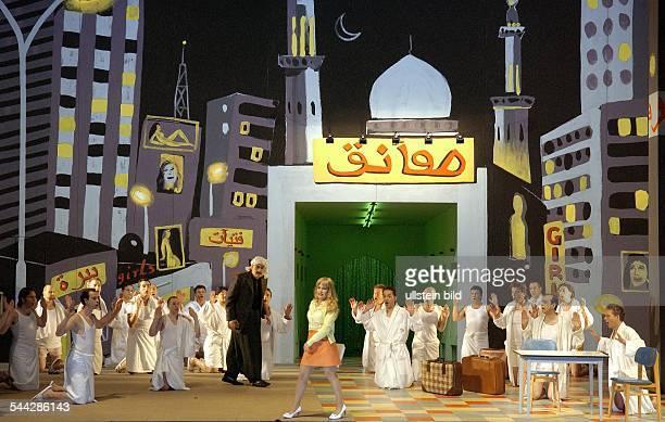Staatsoper Berlin Titel L`italiana in Algeri Autor Gioachino Rossini Musikal Leitung Massimo Zanetti InszNigel Lowery Amir Hosseinpour Buehne...
