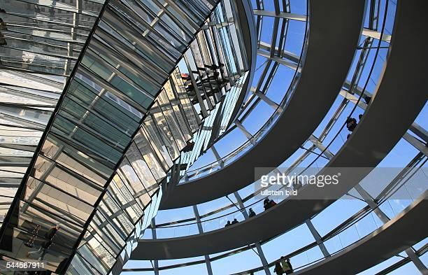 Deutschland Berlin Tiergarten Reichstag Innenansicht der Kuppel Architekt Norman Foster