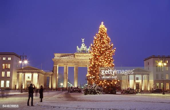 berlin weihnachten am brandenburger tor pictures getty. Black Bedroom Furniture Sets. Home Design Ideas