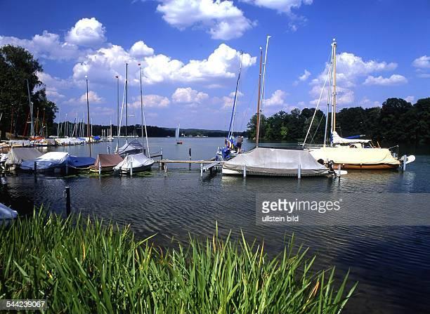 Deutschland Brandenburg Bad Saarow kleine Marina bei Wendisch Rietz am Scharmützelsee 2004