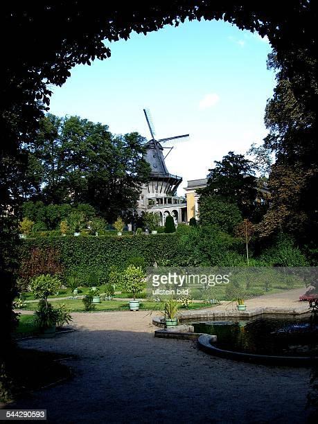 Deutschland Brandenburg Potsdam Sizilianischer Garten mit der historischen Windmuehle im Schlosspark Sanssouci EDITORIALUSEONLY...