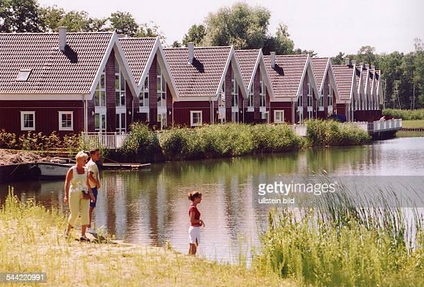 Deutschland Brandenburg WendischRietz Ferienhäuser am Marinapark am Scharmützelsee