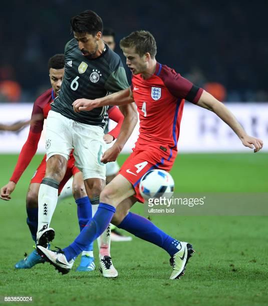 FUSSBALL Deutschland England Sami Khedira gegen Eric Dier