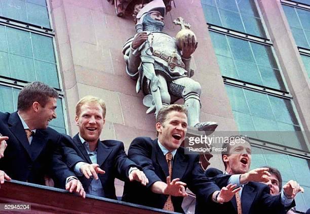 Deutschland Europameister '96 Frankfurt DFB Team auf dem Balkon des Frankfurter Rathauses Stefan KUNTZ Matthias SAMMER Oliver BIERHOFF Fredi BOBIC...