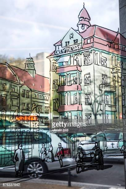 DEU Deutschland Germany Berlin Historische Glasmalerei in der UBahnstation am Bayerischen Platz Im Hintergrund die heutige Bebauung