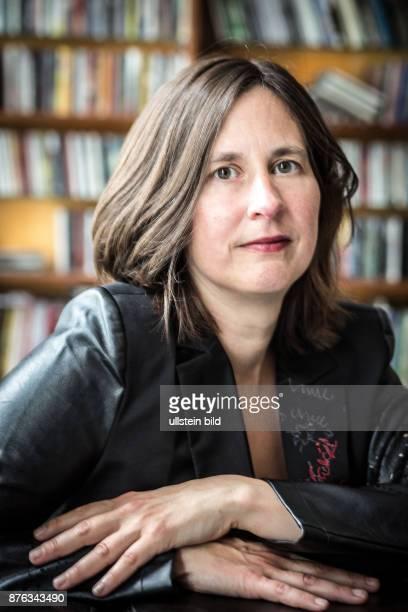 DEU Deutschland Germany Berlin Porträt der österreichischen Schriftstellerin und Dramaturgin Kathrin Röggla